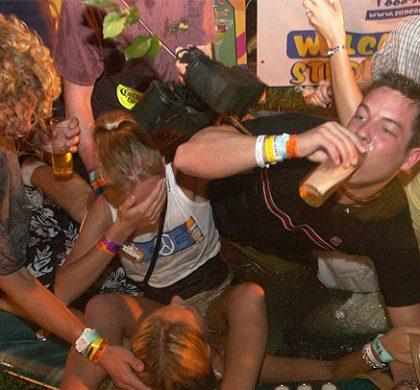 ¿Para qué toman alcohol los adolescentes?